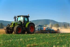 Der Traktorführerschein erlaubt das Steuern eines Traktors