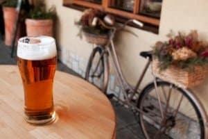 Trunkenheit nicht am Steuer, sondern auf dem Fahrrad: Bis 1,6 Promille ist Alkohol erlaubt.