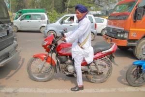 Dürfen Sikhs in Deutschland mit einem Turban Motorrad fahren?