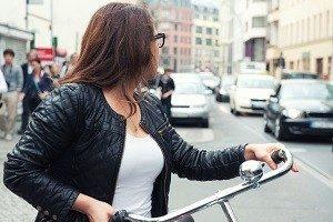 Umfrage zu Problemen im Alltag von Radfahrern: Das Verhalten anderer Verkehrsteilnehmer wird bemängelt.