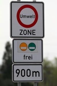 Beantragen Fahrer keine Umweltplakette in Frankreich, kann ein Bußgeld drohen.