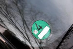 Woher bekommen Sie die Umweltplakette in grün?
