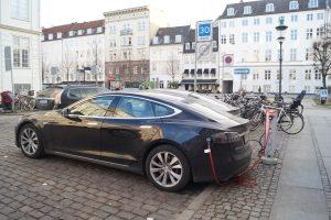 Die Umweltprämie für Elektroautos liegt bei 4.000 bzw. 3.000 Euro.