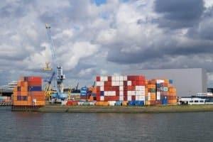 Unbegleiteter kombinierter Verkehr: Am Terminal werden die Container umgeschlagen.