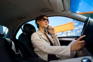 Sollten Sie fahrlässig handeln und einen Unfall mit dem Firmenwagen provozieren, müssen Sie anteilig zahlen.