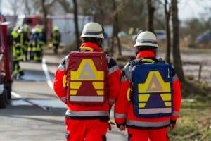 Sind Personen verletzt, muss nach einem Unfall auch in Irland der Rettungsdienst verständigt werden.