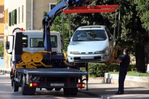Bei einem fremdverschuldeten Unfall mit dem Leasingfahrzeug, sind die Abschleppkosten vom Verursacher zu übernehmen.