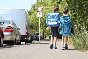Bei einem Unfall mit dem Schulbus kommt die Schülerunfallversicherung zum Tragen.