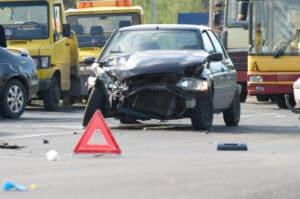 Nach einem Verkehrsunfall sollten Sie die Unfallstelle sichern.