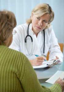 Die Urinabgabe beim Urintest im Labor erfolgt unter ärztlicher Beaufsichtigung.