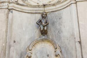 In den meisten Fällen zieht Urinieren in der Öffentlichkeit ein Bußgeld nach sich.