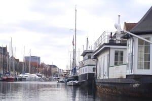 In der Regel ist ein Urlaub auf dem Hausboot ohne Führerschein möglich.