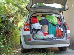 Vor der Fahrt in den Urlaub das Auto unbedingt auf Überladung prüfen