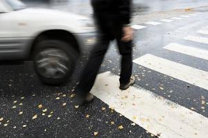 Unachtsames und rücksichtsloses Verhalten am Zebrastreifen kann schnell zu schweren Unfällen führen.