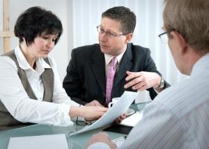 Eine Verjährungshemmung kann durch eine Verhandlung über den Anspruch in Gang gesetzt werden.