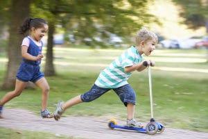 Ein verkehrsberuhigter Bereich ist u. a. dadurch gekennzeichnet, dass Kinder auf der Straße spielen dürfen.