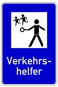 Lotsenpunkt: Die Standorte der Verkehrshelfer kündigt ein Schild ein.
