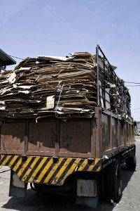Verlorene Ladung kann als Verkehrshindernis verheerende Folgen haben.