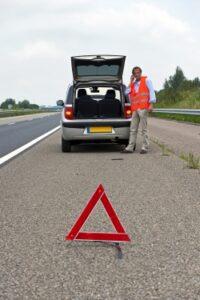 Bei der Verkehrskontrolle muss das Warndreieck vorgezeigt werden