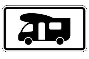 Verkehrsregeln: Speziell fürs Wohnmobil bestimmte Parkplätze, werden durch ein Zusatzzeichen ausgewiesen.