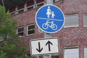 Welche Verkehrsschilder müssen Fahrrad- und E-Scooterfahrer beachten?