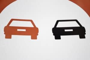Verkehrsschilder sollen den Verkehr in Deutschland regulieren.