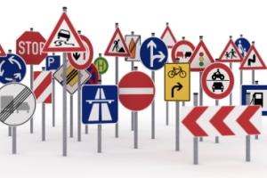 Der Verkehrsspiegel zählt laut StVO nicht zu den Verkehrszeichen.