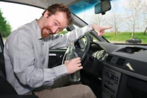 Zu den Verkehrsstraftaten zählt das Fahren im Vollrausch.