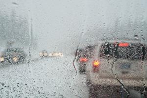 Die Geschwindigkeit bei schlechten Wetterverhältnissen nicht anzupassen, zählt laut Verkehrsunfallstatistik mit zu den Unfallursachen.