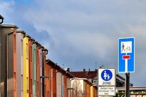 Verkehrszeichen für die Sackgasse: Neu seit 2009 eingeführt, wird nun auch die Durchlässigkeit angezeigt.