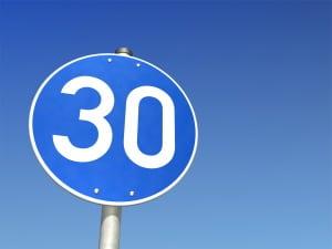 Verkehrszeichen: In Schweden wird die Richtgeschwindigkeit anders als in Deutschland dargestellt.
