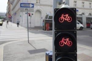 Verkehrsregeln auf dem Fahrrad: Ist eine Fahrradampel vorhanden, müssen Radfahrer sich nach dieser richten.