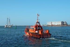 Die SeeSchStrO wird z. B. durch die Verordnung über die Sicherheit der Seefahrt ergänzt.