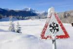 Sind verschneite Verkehrsschilder weiterhin gültig?