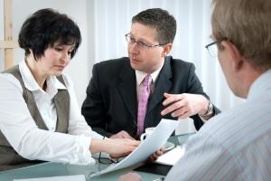 Um das Versicherungskennzeichen zu beantragen, wenden Sie sich an die entsprechende Versicherung.
