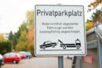 Wann wird eine Vertragsstrafen für das Parken auf einem Privatparkplatz ausgesprochen?