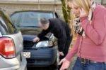 Kleinere Schäden ohne Versicherung regulieren ist möglich, aber wann ist eine Verzichtserklärung nach dem Unfall sinnvoll?