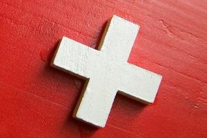 Die Vignette für die Schweiz ist für Pkw auf Nationalstraßen Pflicht.