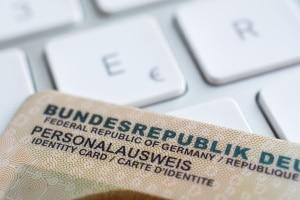 Der Vollmacht für die Anmeldung eines Kfz muss eine Kopie Ihres Ausweisdokuments beiliegen.