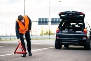 Die Warnblinklichter sind unter anderem einzuschalten, wenn Ihr Fahrzeug liegengeblieben ist.