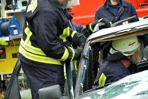 Was tun bei einem Autounfall? Der Notruf ist als 3. Schritt zu wählen.