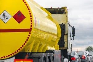 Wasserverschmutzung wird meist von gefährlichen Stoffen verursacht, die Lkw transportieren.