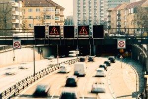 Dauer- und Wechsellichtzeichen sollen für mehr Sicherheit im Verkehr sorgen.