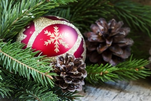 Ein Weihnachtsbaum fürs Auto ist günstig, doch Sie dürfen ihn während der Fahrt nicht leuchten lassen.