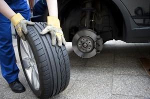 Service in der Werkstatt: Auch Reifenwechsel gehören dazu.