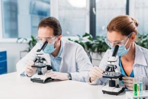 Die WHO ist in der Erforschung von Krankheiten tätig.