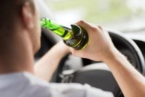 Wick MediNait kann beim Autofahren zu Fahrfehlern führen, wie sie typisch für eine Trunkenheitsfahrt sind.