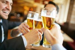 Wie viel Promille hat ein Bier und ab welcher Anzahl von Gläsern darf ich nicht mehr fahren?