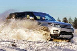 Winterreifen sorgen für mehr Grip bei Schnee und Eis.