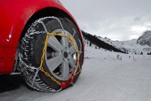Reichen Winterreifen nicht aus, helfen nur noch Schneeketten.